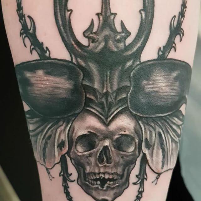Deathhead beetle by @joshhingston11. #tattooflash #tattoosofinstagram #tattooer   @yayofamilia @darkartists  @blackclaw  @sullenclothing