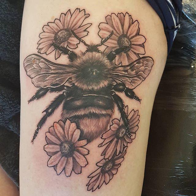 Bumble bee in progress by @joshhingston11.